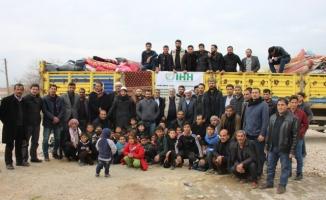Şanlıurfa'da köylüler İdlib için 1 tır yardım topladı