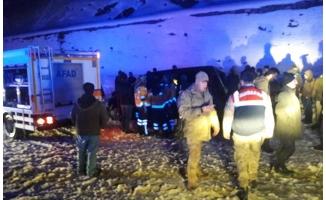 Bitlis'te tır ile kamyonet çarpıştı: 3 ölü, 2 yaralı