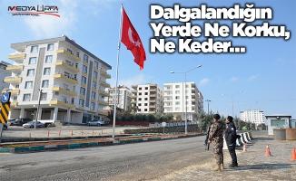 Halfeti'de dev Türk bayrağı dalgalanmaya başladı
