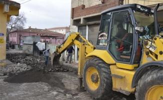 Siverek'te kilit taşı onarım çalışmaları sürüyor