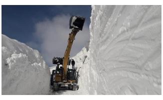 Hakkari'de kar kalınlığı 10 metreye ulaştı
