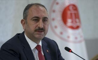 ''Adalet Bakanının hakim, savcı cübbesi yoktur''