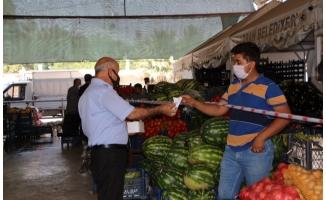 Harran'da esnaf ve vatandaşa maske dağıtıldı