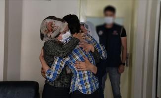 Kadın terörist Suriye sınırında teslim oldu