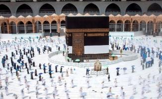 Müslümanlar ziyaret tavafını yaptı