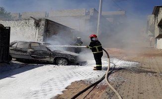 Şanlıurfa'da park halindeki araç yandı