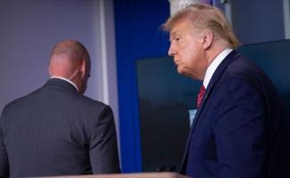 Trump basın toplantısı düzenlediği salondan çıkarıldı