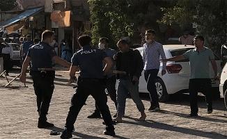 Kaza yapan sürücülerin yakınları kavga etti