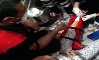 Ayağı asansörle duvar arasına sıkışan çocuk kurtarıldı