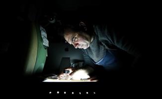 'Karanlık odada' dijitale direniyorlar