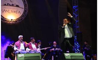 Mahmut Tuncer Şanlıurfa'da konser verdi