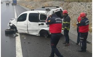 Şanlıurfa'da hafif ticari araç devrildi: 4 yaralı