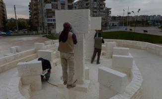 Suriyeli heykeltıraş Göbeklitepe'nin benzerini yapıyor