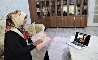 Görme engelliler çevrim içi kursla Kur'an-ı Kerim öğreniyor