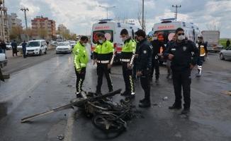 Siverek'te kamyon motosikletle çarpıştı: 4 yaralı