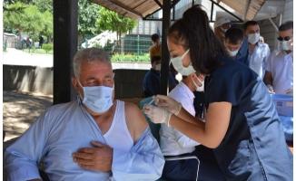 Şanlıurfa'da aşı çadırlarına yoğun ilgi gösterildi