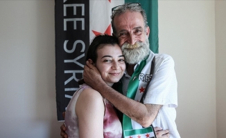 Suriyeli kız, babasına 12 yıl sonra kavuştu