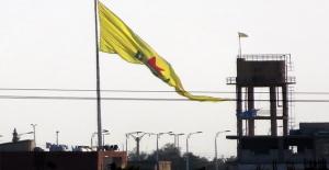 PYD, Akçakale Sınırına Bayrak Astı
