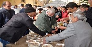 Akçakale'de Hayırsever Vatandaştan 1500 Kişiye Tirit İkramı