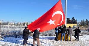 Akçakale'de Suriye Sınırına Dev Türk Bayrağı