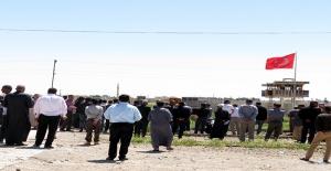 Akçakale'de Vefat Eden Suriyeli, Vatanında Toprağa Verildi