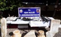 Kaya mezarı parçalayan definecilere gözaltı