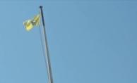 YPG/PKK bir bayrağını indirip diğerini astı