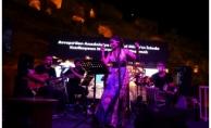 Melek Mosso Tarihi Nekropol de konser verdi