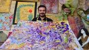 Ebru sanatıyla rengarenk kıyafetler tasarlıyor