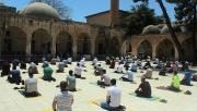 Urfa'da Sosyal Mesafeli Cuma Namazı